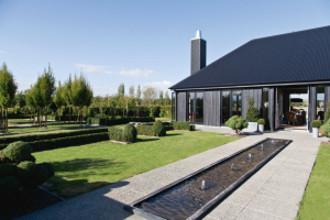 Cottonwood and Co - Lyn Eglintons New Zealand Black Home