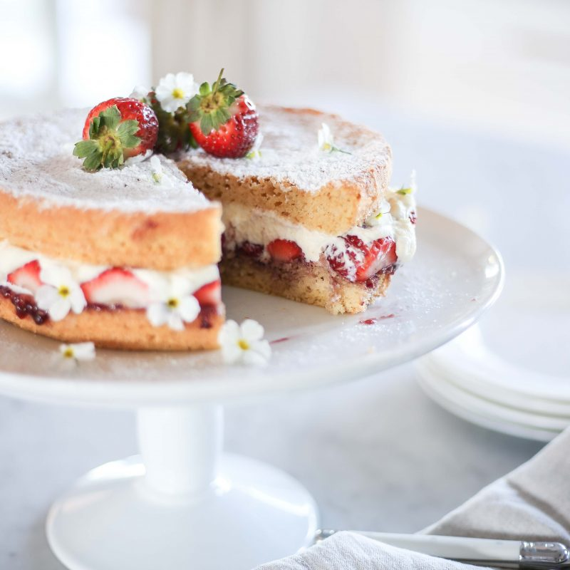 Berry Pretty Sponge Cake