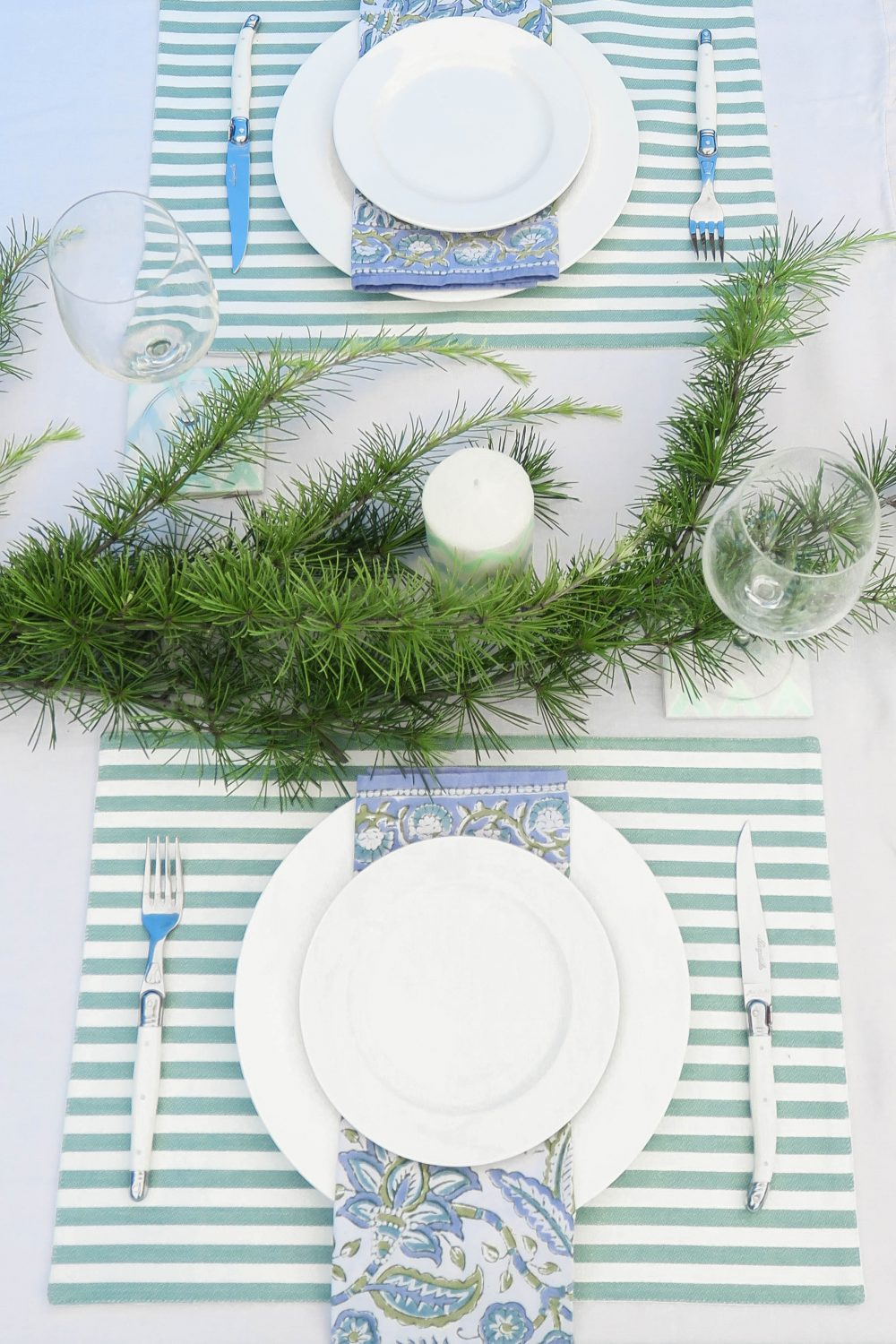 Cottonwood and Co - tips for easy and stress free entertaining - Christmas Table Blue Green
